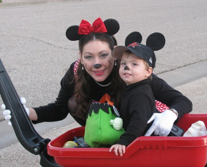 Easy diy disney mickey and minnie mouse costumes foster2forever diy homemade minnie mouse halloween costume solutioingenieria Choice Image
