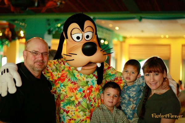 disney-cruise-pictures-character-breakfast