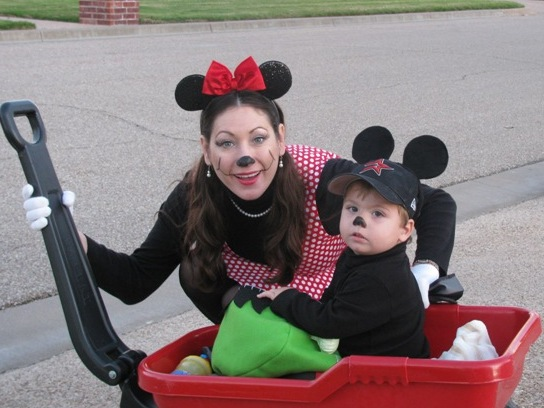 disney-halloween-costumes-minnie-mickey-mouse