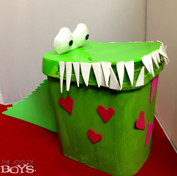 Crocodile-Valentine-Box-idea-boys