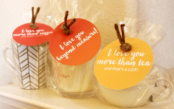 Free printable gift tags with homemade candle tutorial. Great idea for Mothers Day.